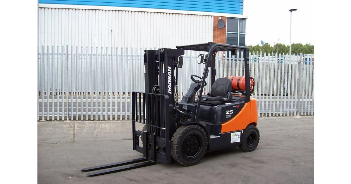 Towing with a forklift truck for Tow motor vs forklift