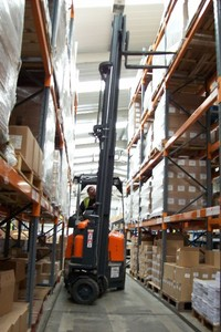 The free roaming AisleMaster is a far more flexible and efficient tool for operation in Horner Brother's narrow racking aisles.