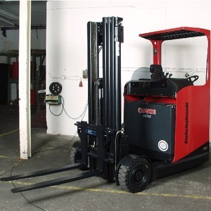 Reach truck with Outdoor tyres
